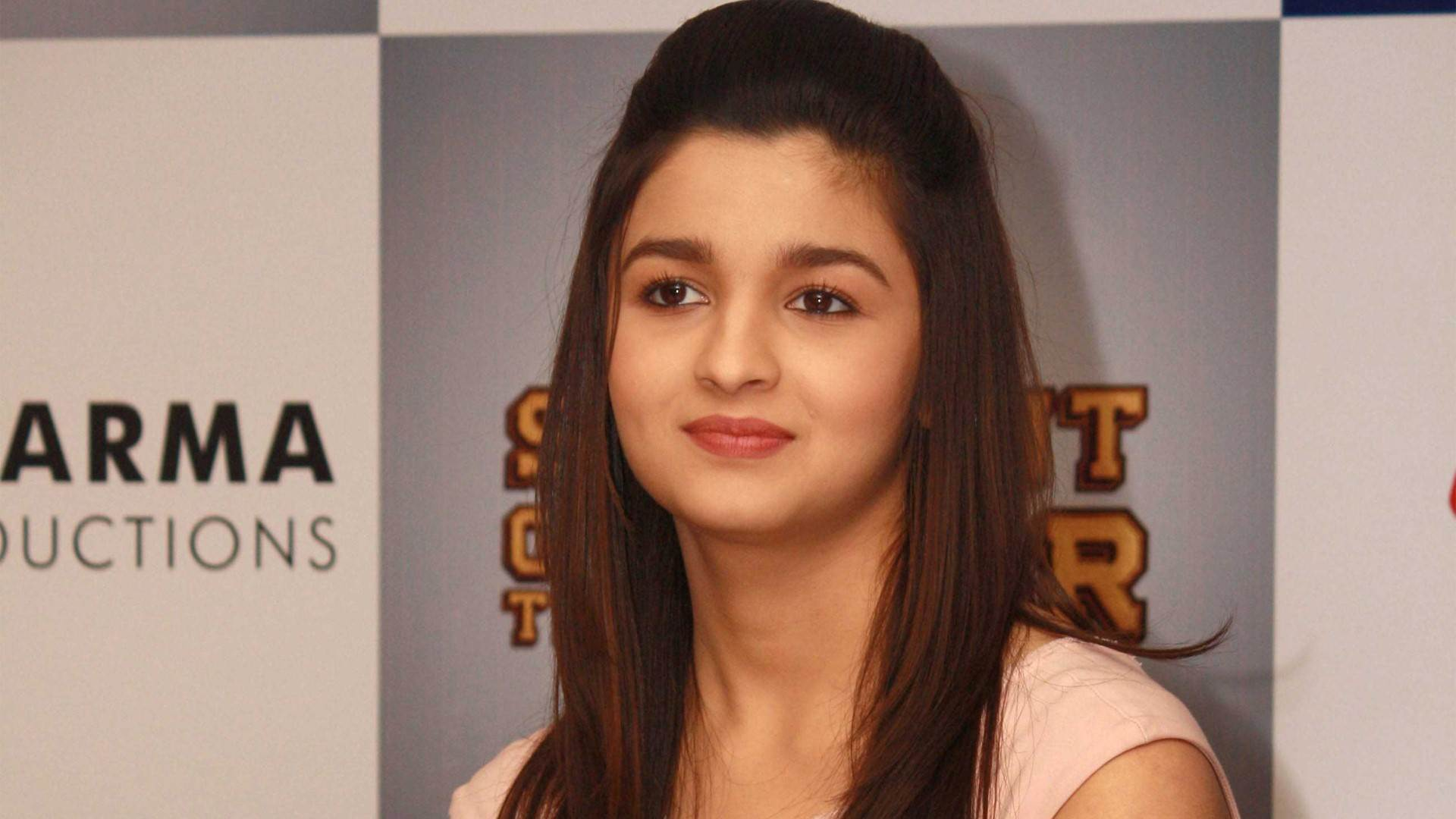 Alia Bhatt Wallpapers  Free Download HD Cute Bollywood Actress Images 1920x1080