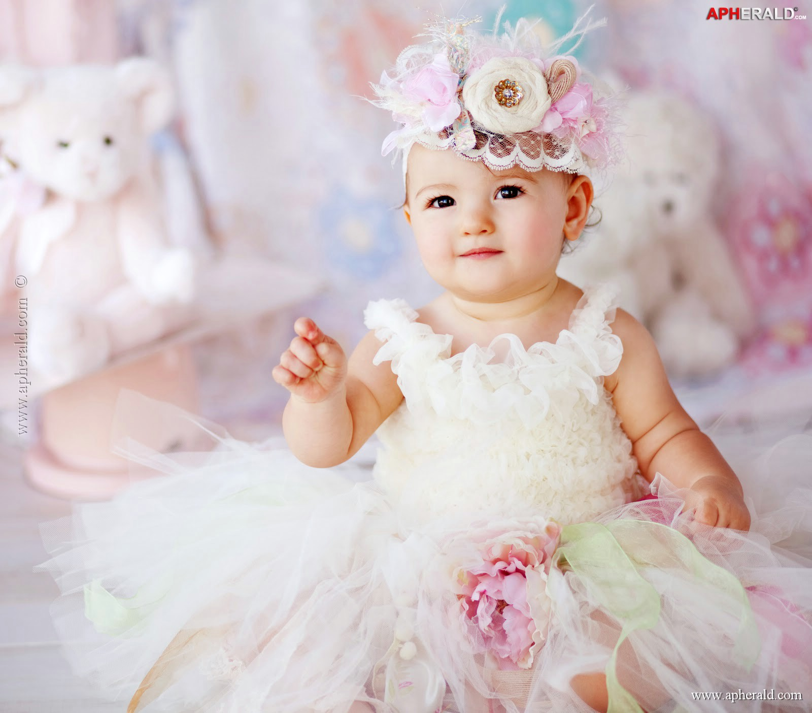 Cute Baby Girl Wallpapers Facebook Cute Baby Girl Wallpapers Free Download Hd Beautiful Desktop Images 1600x1404