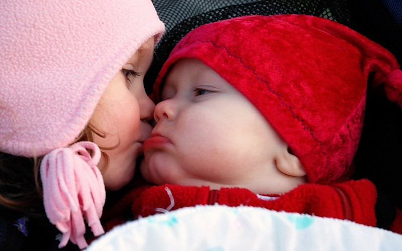 Cute Baby Mom Kiss Love Full Hd Wallpapers Large Hd Wallpapers 800x500