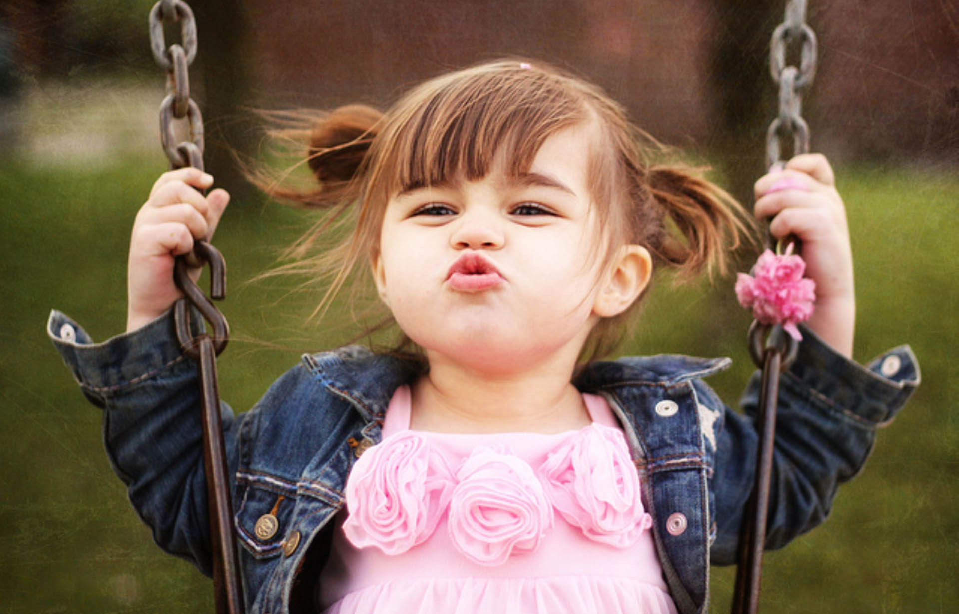 cute baby kiss couple wallpapers at hdwallpapersz cute kiss htc p
