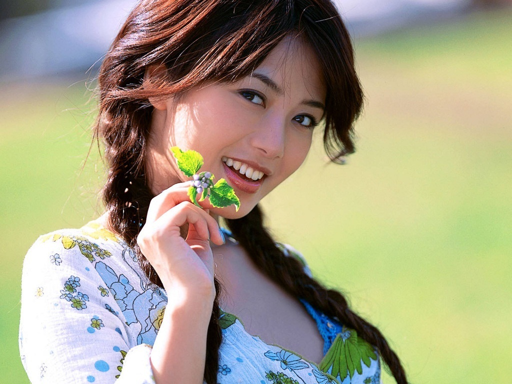 beautiful girl wallpaper 1024x768