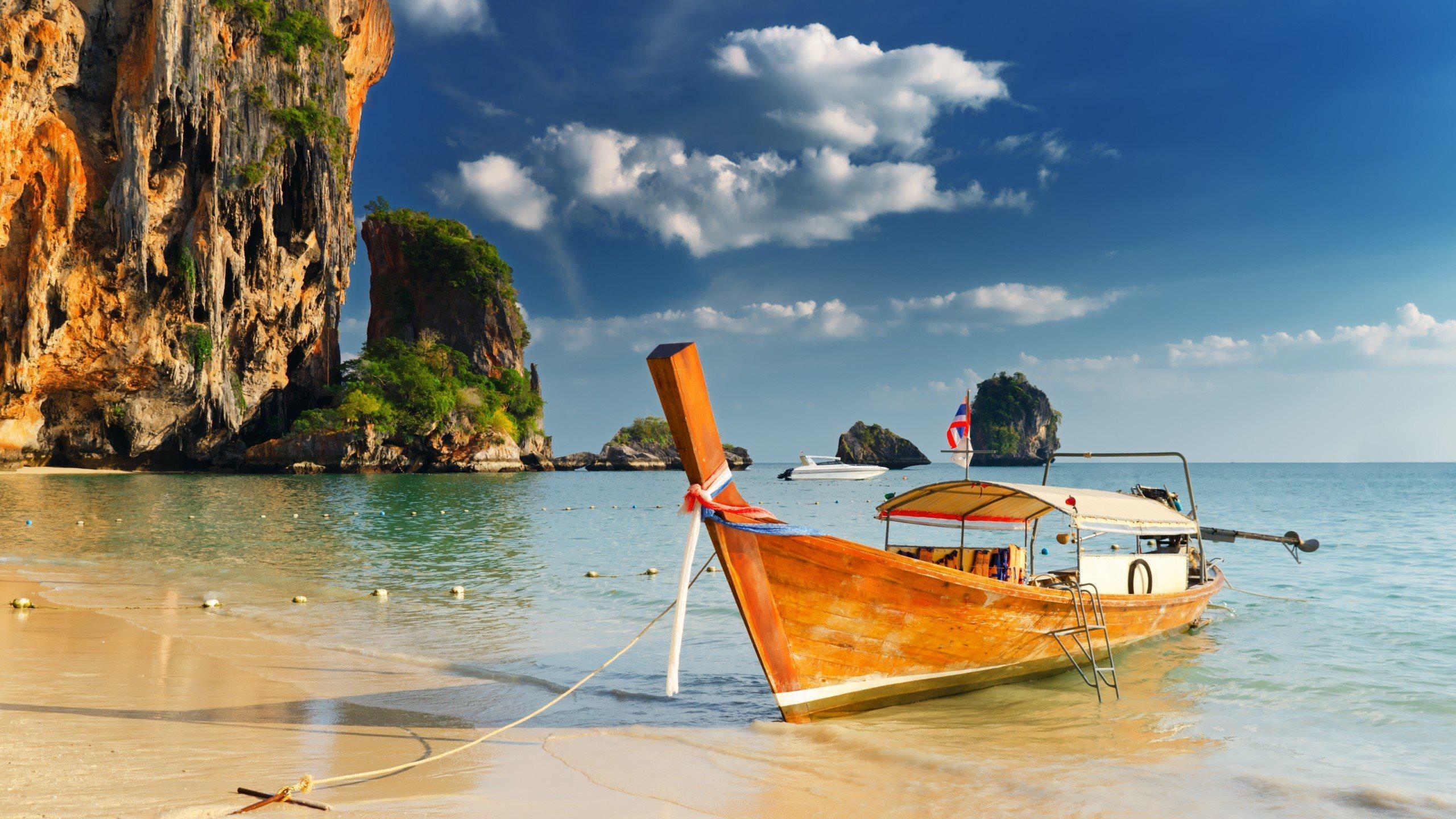 Скачать обои пляж море скала лодка таиланд рок катер, 1920x1.