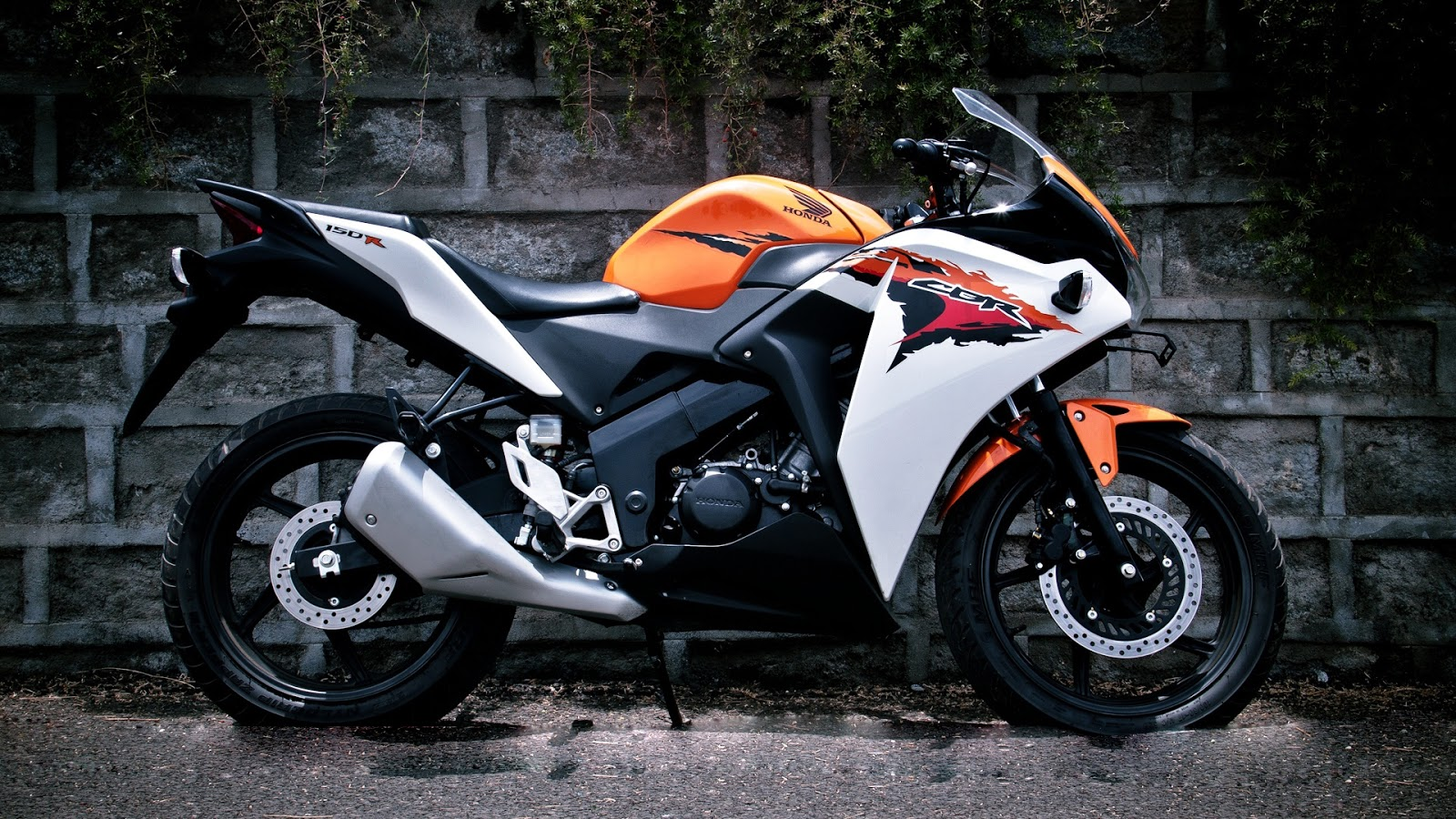 Honda C B R Wallpapers, Awesome  Honda C B R Wallpapers  HDQ 1600x900