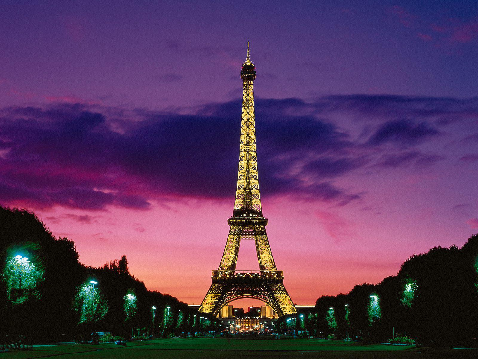 Cute Eiffel Tower Wallpaper