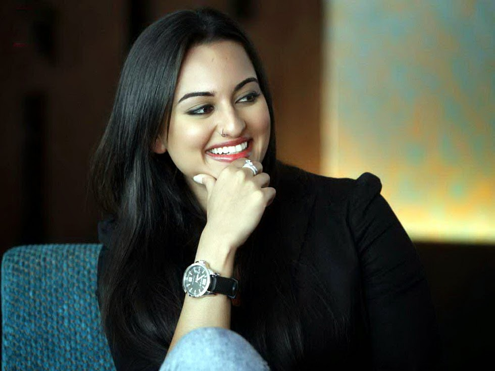 Beautiful Sonakshi Sinha Sexy Look Smile Face Hd Pics Images Free