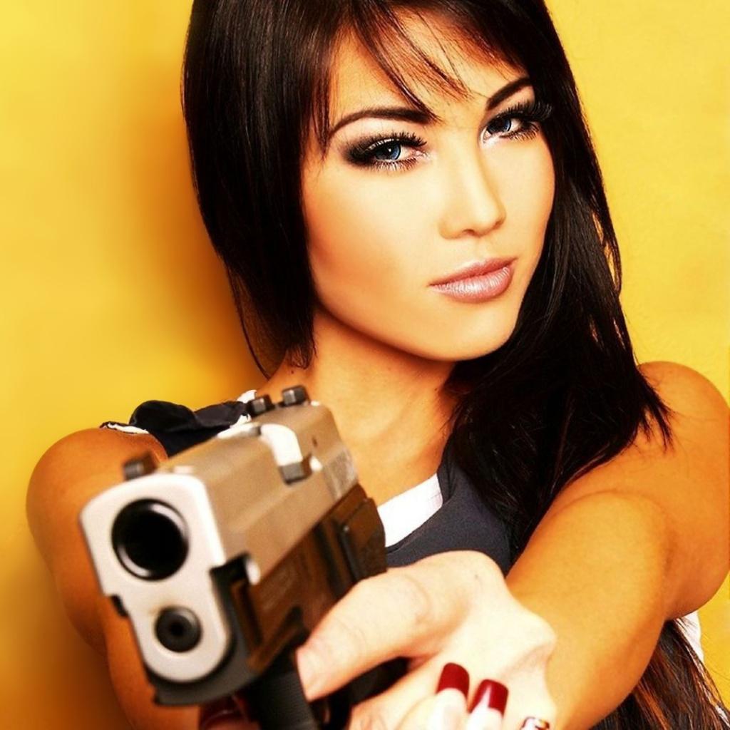 Girl Gun Wallpaper 1024x1024