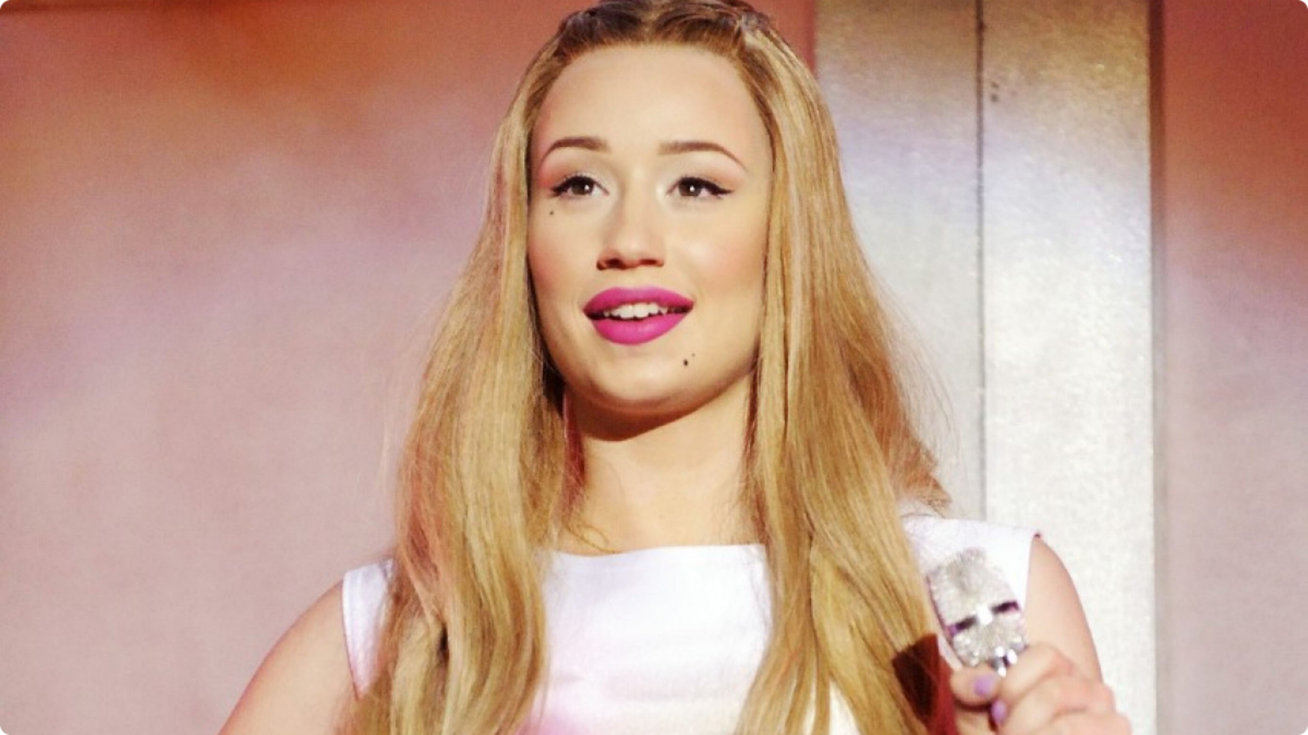 Iggy Azalea  Hollywood  Actress Wallpapers Download FREE  MrPopat  2560x1440