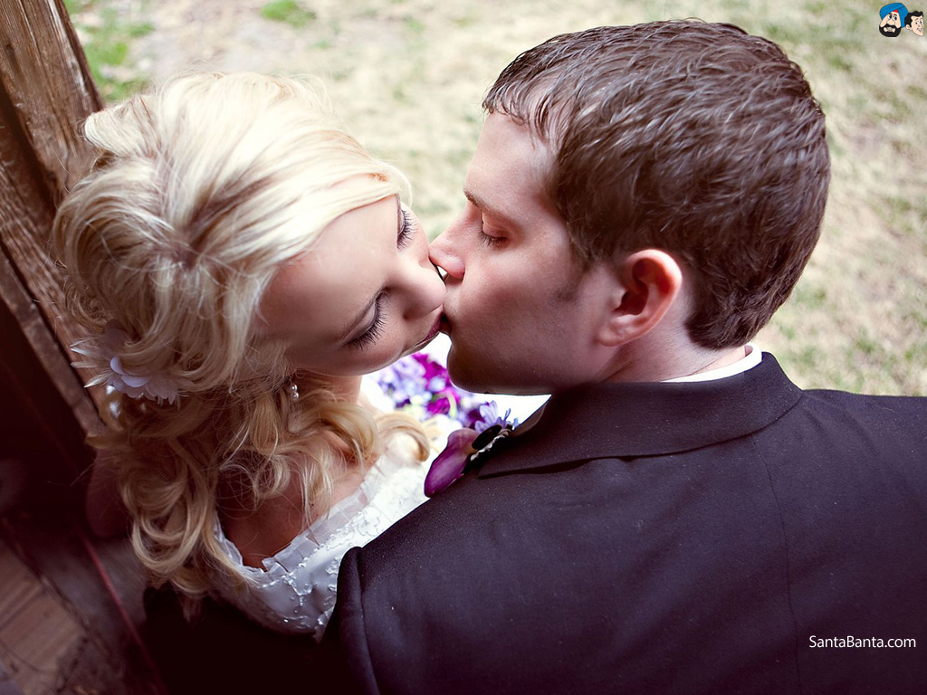 Romantic Couple Kiss At The Beach Love Hd Desktop Wallpaper 1024x768