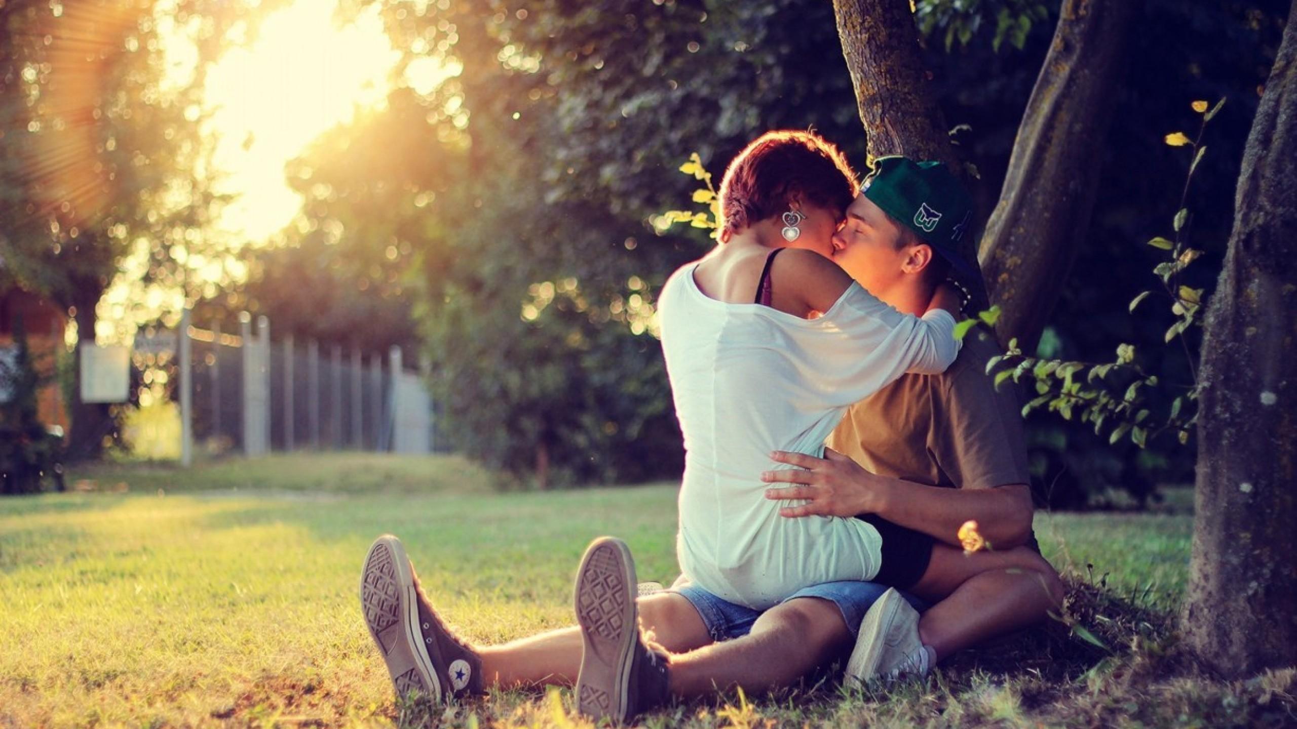 kissing couple hd wallpapers, hug kiss scenes of love couple 2560x1440