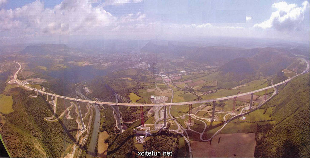 Millau Viaduct, Foster  Partners  Creissels  France  MIMOA 1024x525