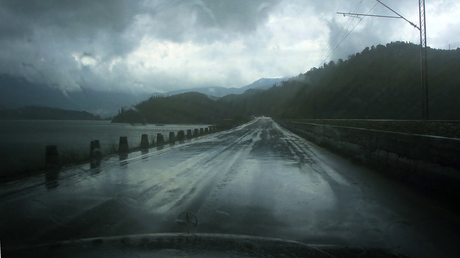 Amazing Rainy Day Quotes Pics Images And Wallpapers Hd 1600x900