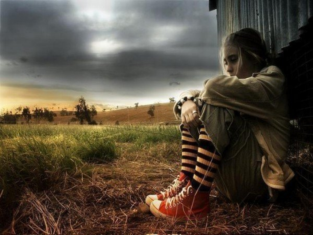 Sad Images Alone Girl Wallpapers Pictures 1024x768