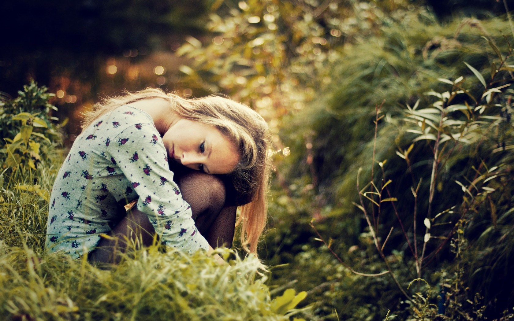 Alone Sad Girls Wallpapers Images Photos Hd 1680x1050