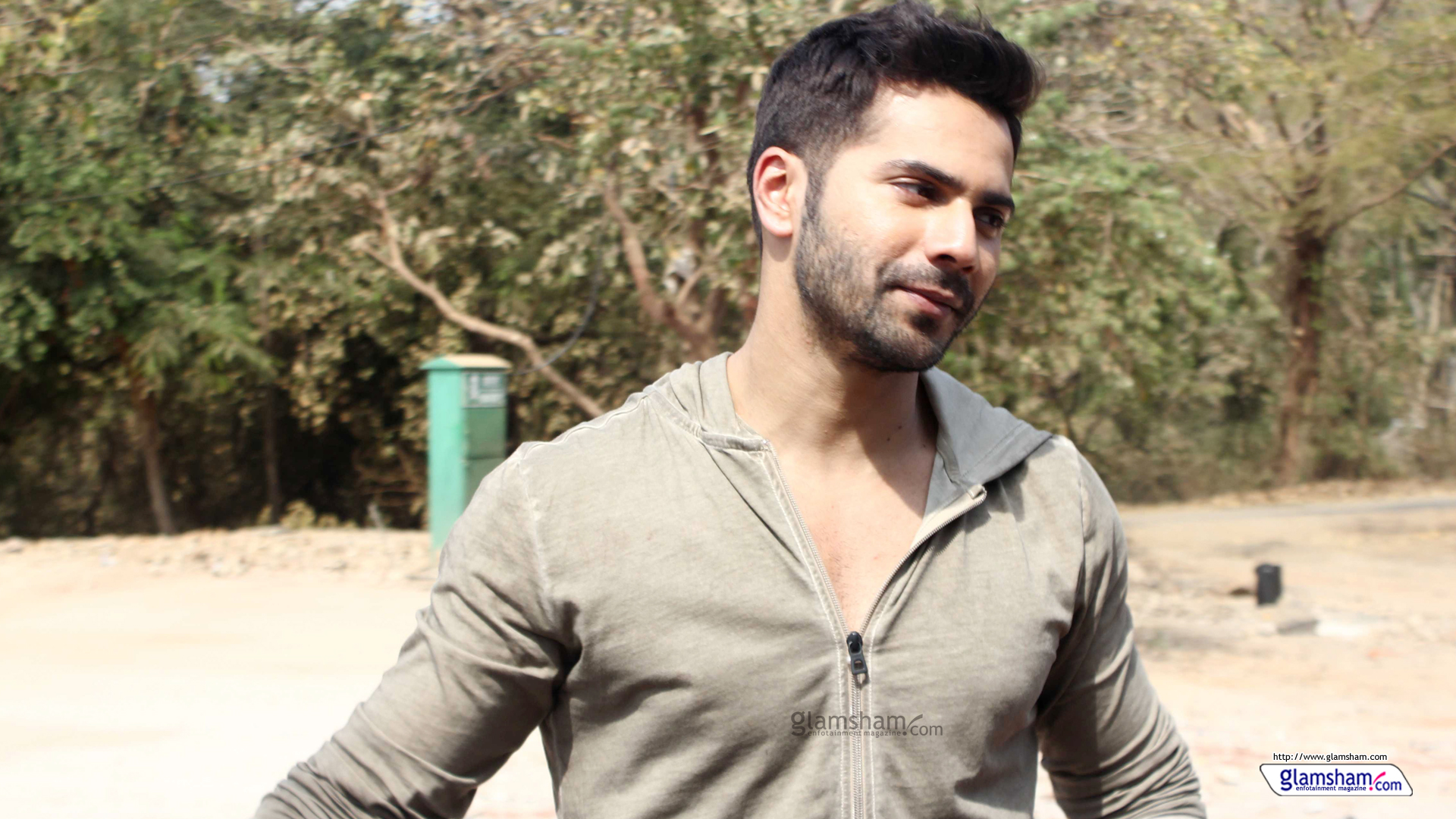 New Latest Photos Of Varun Dhawan Hd Wallpapers Images Free 1920x1080