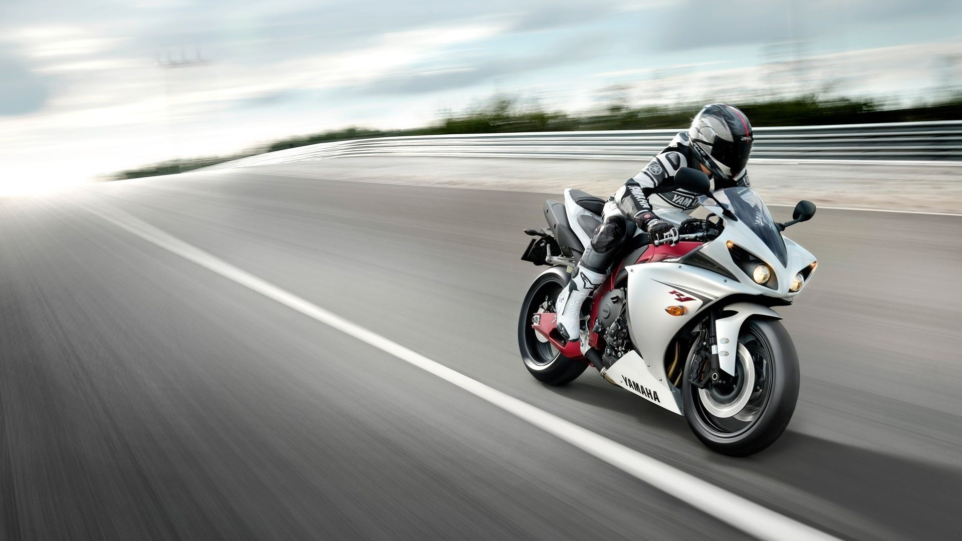 Yamaha R1 Wallpapers (50 Wallpapers)