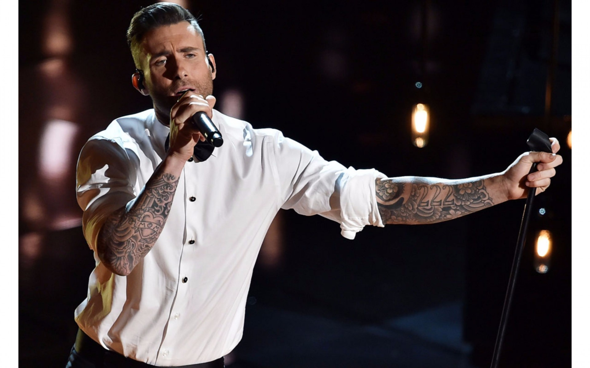 Adam Levine Stylish Stage Performance Latest Images collections 1920x1200