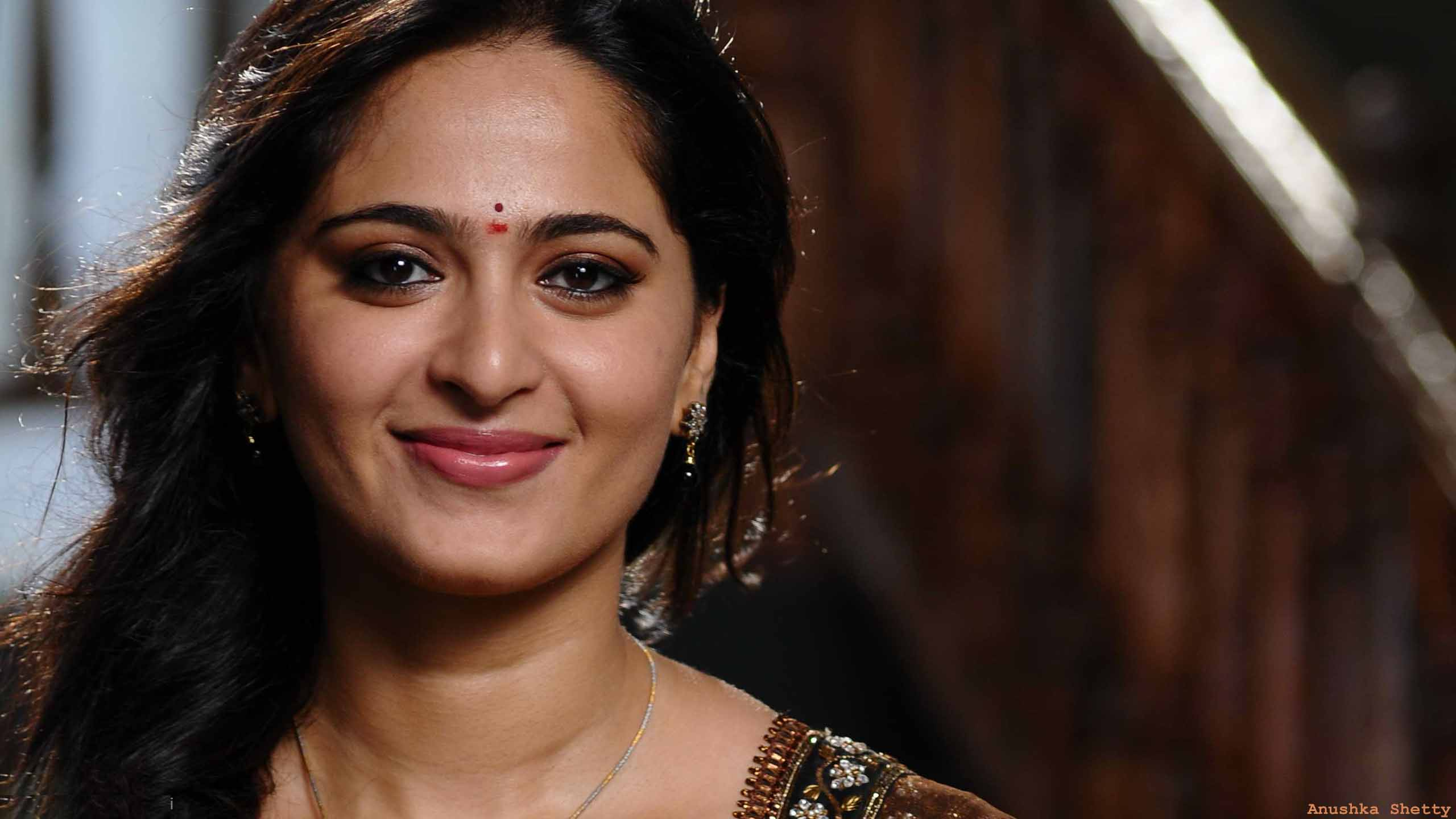 Anushka Shetty Hot Photos, HD Images with Biography 2560x1440