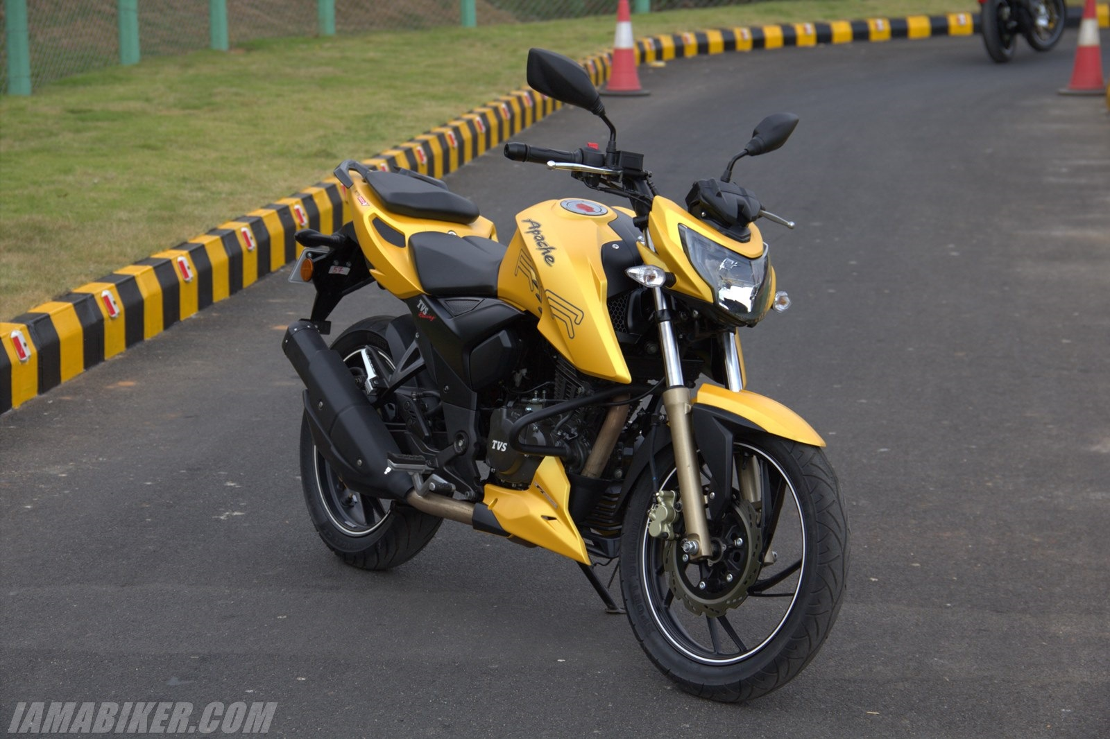 TVS Apache RTR  FI Wallpapers  BikesSale 1600x1066