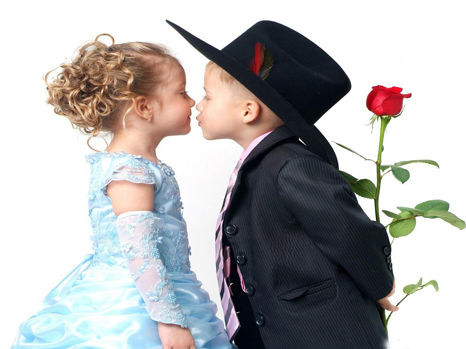 Romantic Couple Kiss Hd Wallpapers