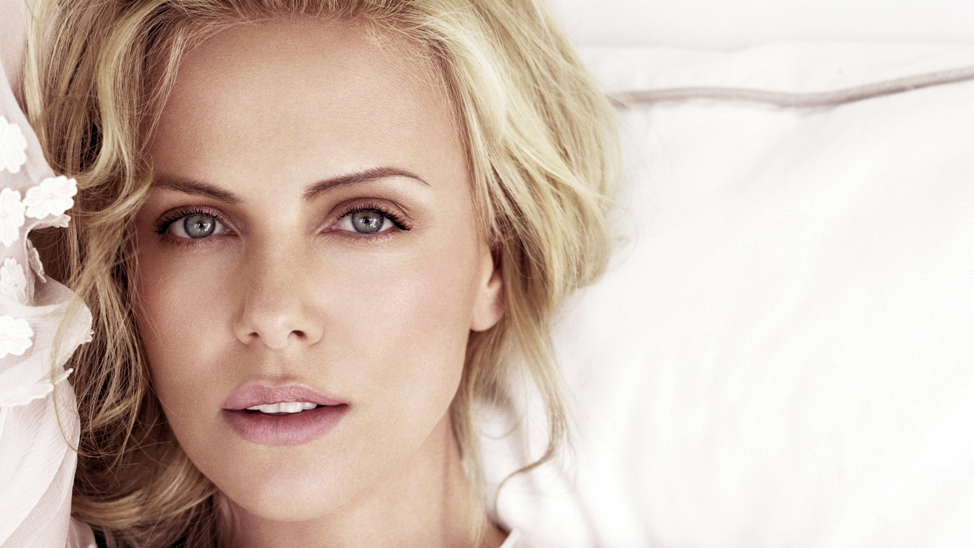 American Actress Charlize Theron HD Wallpapers in  1920x1080