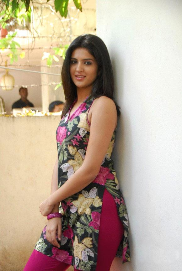 ✅ Deeksha Seth Beautiful HD Photos Mobile Wallpapers HD