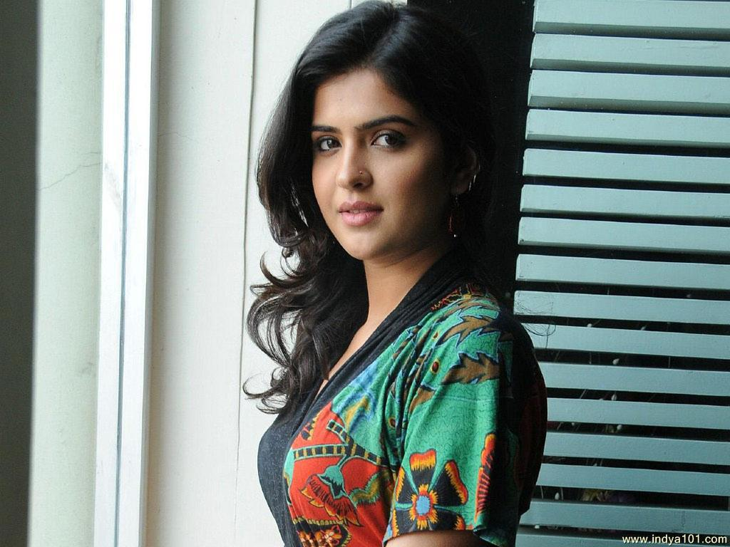Tollywood HQ Deeksha Seth High Definition