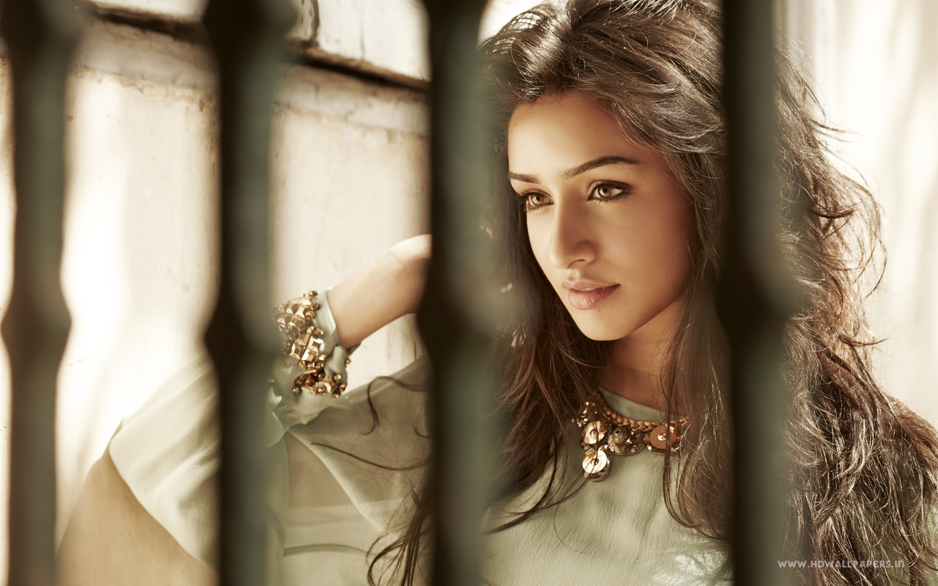 Bollywood Actress Desktop Wallpaper 1920x1200