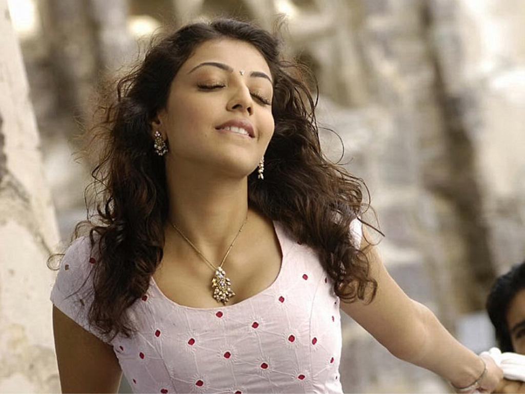 kajal agarwal hd wallpaper 1024x768