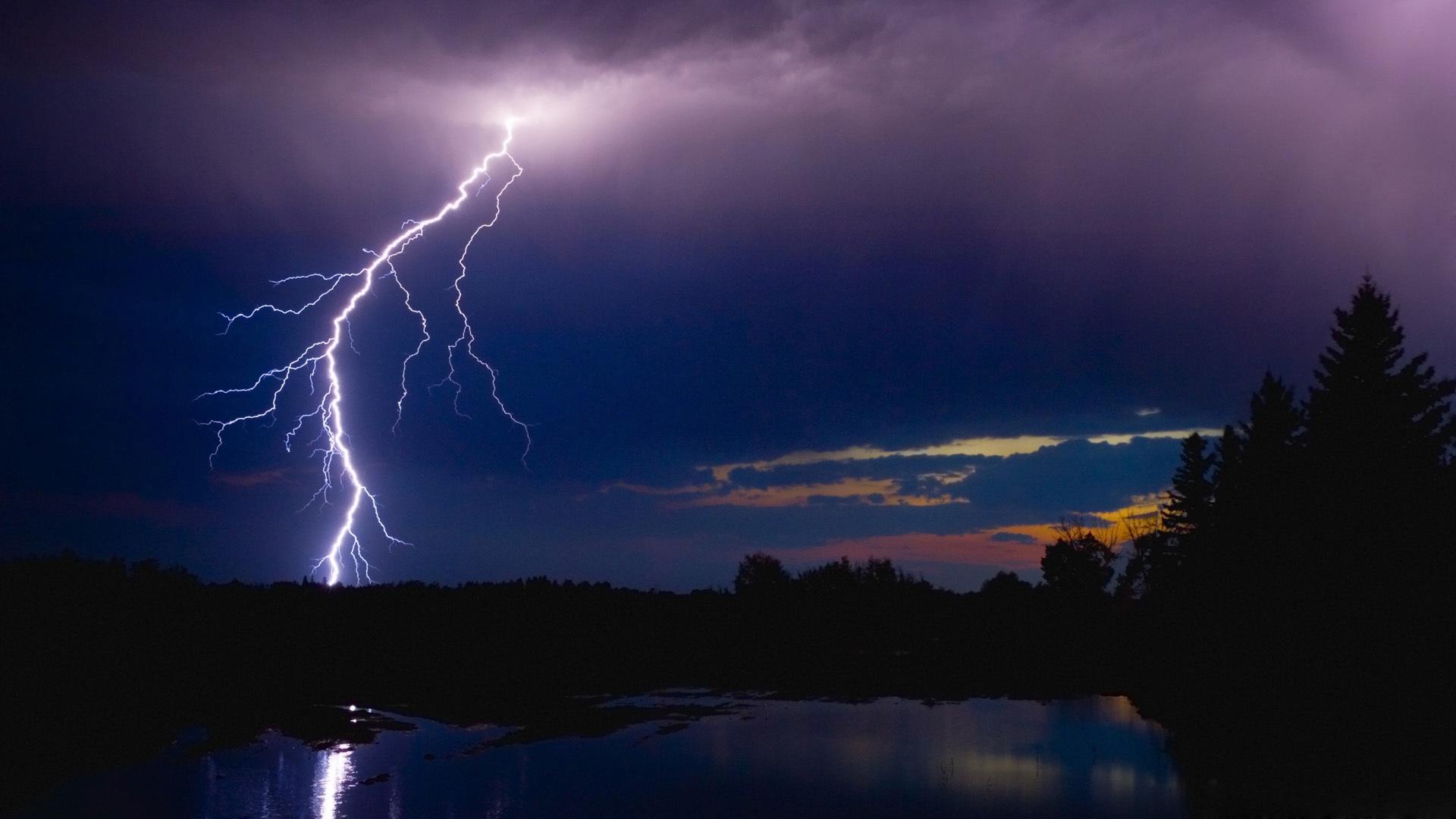 Unduh 650 Koleksi Background Hd Lightning Gratis Terbaru