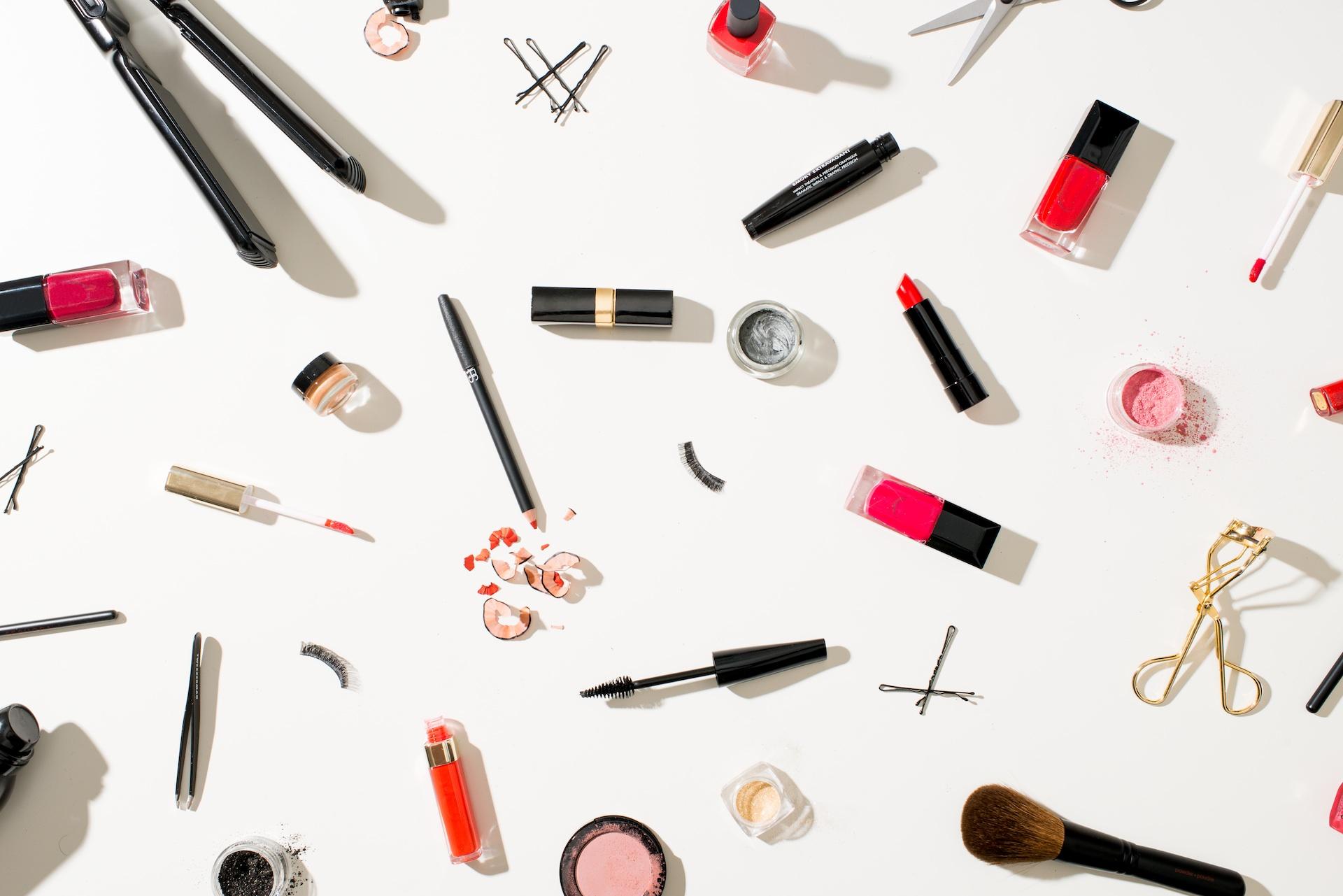 Makeup Tools Iphone Wallpaper Iphone Wallpapers Pinterest