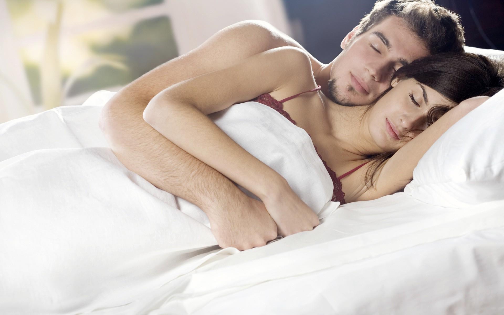 Романтическое видео в постели, порно ролики танцуют в юбке а трусов то нет